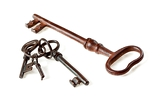 Fotografia set of antique old fashioned keys on white background