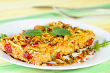 Fotografia italian baked noodle on a white plate sprinkled green pepper