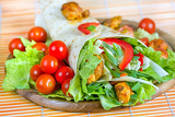 Fotografie healthy summer meal grilled chicken and vegetables wrapped in a whole wheat tortilla