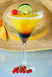 Fotografie summer alcoholic recreational drink with cherry and lemon