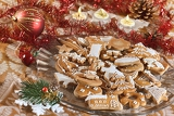 Fotografia plate full of christmas gingerbreads  sweet food