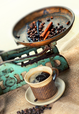 Fotografie cup of coffee with beans on old balance scale