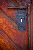 Fotografie old handle in wooden doors  closeup