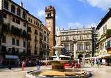 Fotografia City of Verona, and Fountain Square. Northern Italy.
