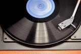 Fotografie detail of vintage record player with spinning vinyl motion blur image