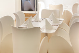 Photo beautiful white dining area with table and chairs for six