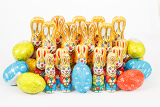 Photo group of many color easter chocolate rabbits bunny and eggs on white background