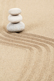 Photo balance of three zen stones in sand