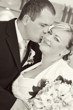 Photo beautiful young wedding couple bride with bouquet kissed by her groom black and white tone