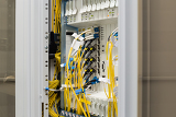 Fotografie fiber optic data center with media converters and optical cables