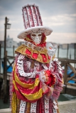 Fotografie carnival  venice italy  february 2014 unidentified person with venetian carnival mask in venice italy on february  2014 in 2014 the venetian carnival was held between 15 february and 4 march