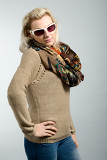 Photo close up studio portrait of beautiful woman with sweater scarf and sun glasses