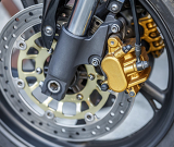 Fotografia motorcycle wheel brake background in motorbike motorcycle with shallow focus