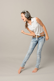 Photo Singing girl with headphones enjoy dance