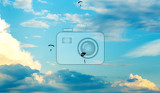 Fotografia silhouettes of unidentified skydivers parachutist on blue sky on sunset