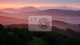 Fotografia Beautiful sunrise over the awakening landscape.