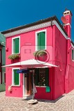 Photo colorful houses taken on burano island  venice italy in summer time positive color makes beautiful background from them