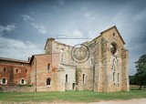 Photo cistercian convent built in the 12thcentury 30 km southwest of the city of siena tuscany italy