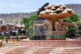Fotografie gigantic monkey and elephant statues on fountain near bridge in famous lost city in sun city south africa