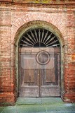 Fotografie old doors of tuscany italy