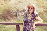 Fotografie cheerful fashionable woman in stylish hat frock and sunglasses happy brunette girl with long hair in warm spring day