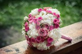 Fotografia wedding bouquet composed of small buds beautiful roses