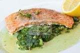 Fotografia grilled salmon with spinach lemon and thyme