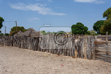 Photo traditional african village with housed and wooden fence in namibia near town kavango in region with the highest poverty level in namibia