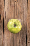 Fotografie granny smith green apple on wooden table