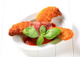 Photo crispy chicken tenders with tomato dipping sauce