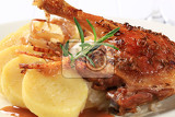 Photo roast duck leg with potato dumplings and white cabbage