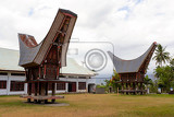 Fotografia details of outstanding local toraja ethnic architecture wood carvings paintings and traditional decoration with rooster in bitung city north sulawesi celebes indonesia