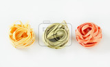 Fotografie bundles of dried ribbon pasta
