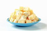 Fotografia heap of diced semifirm cheese on plate