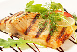 Photo grilled carp fillet with balsamic vinegar