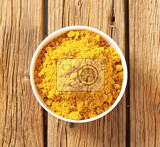 Fotografie heap of curry powder in a bowl