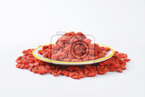 Fotografie pile of dried goji berries on plate