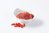 Fotografie bowl of dried goji berries