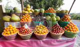 Photo tropical fruits in baskets on fruit market kintamani bali indonesia