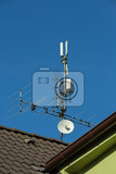 Fotografie television antenna and wifi transmitter on the roof