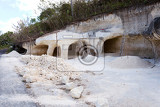 Photo traditional limestone mining tunnel in nusa penida island bali indonesia