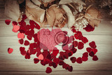 Fotografia detail of bouquet of dried roses with leaves and red heart valentine concept retro color tone