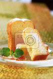 Photo slices of pound cake on plate