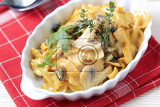 Fotografie bowtie pasta with mushrooms and cream sauce