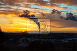 Fotografia sunrise silhouette of city landscape with smoking factory ecology pollution concept