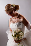 Fényképek young beautiful blonde woman in a wedding dress on a studio background