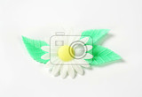 edible wafter paper daisy flower with leaves