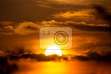 Fotografie sunset with sun clouds over clouds spring scene dusk sky with sun hiding in clouds spring sunset