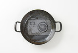 Fotografie empty black skillet  paella pan with loop handles