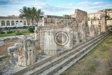 Fotografie side view of the ruins of the ancient greek doric temple of apollo in siracusa